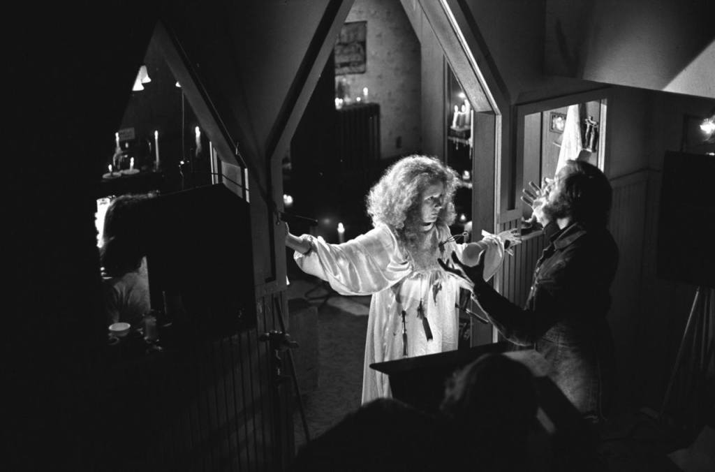 Brian De Palma discusses Piper Laurie's death scene with the actress. Carrie was Laurie's first theatrical film role since 1961's The Hustler - a span of 15 years.