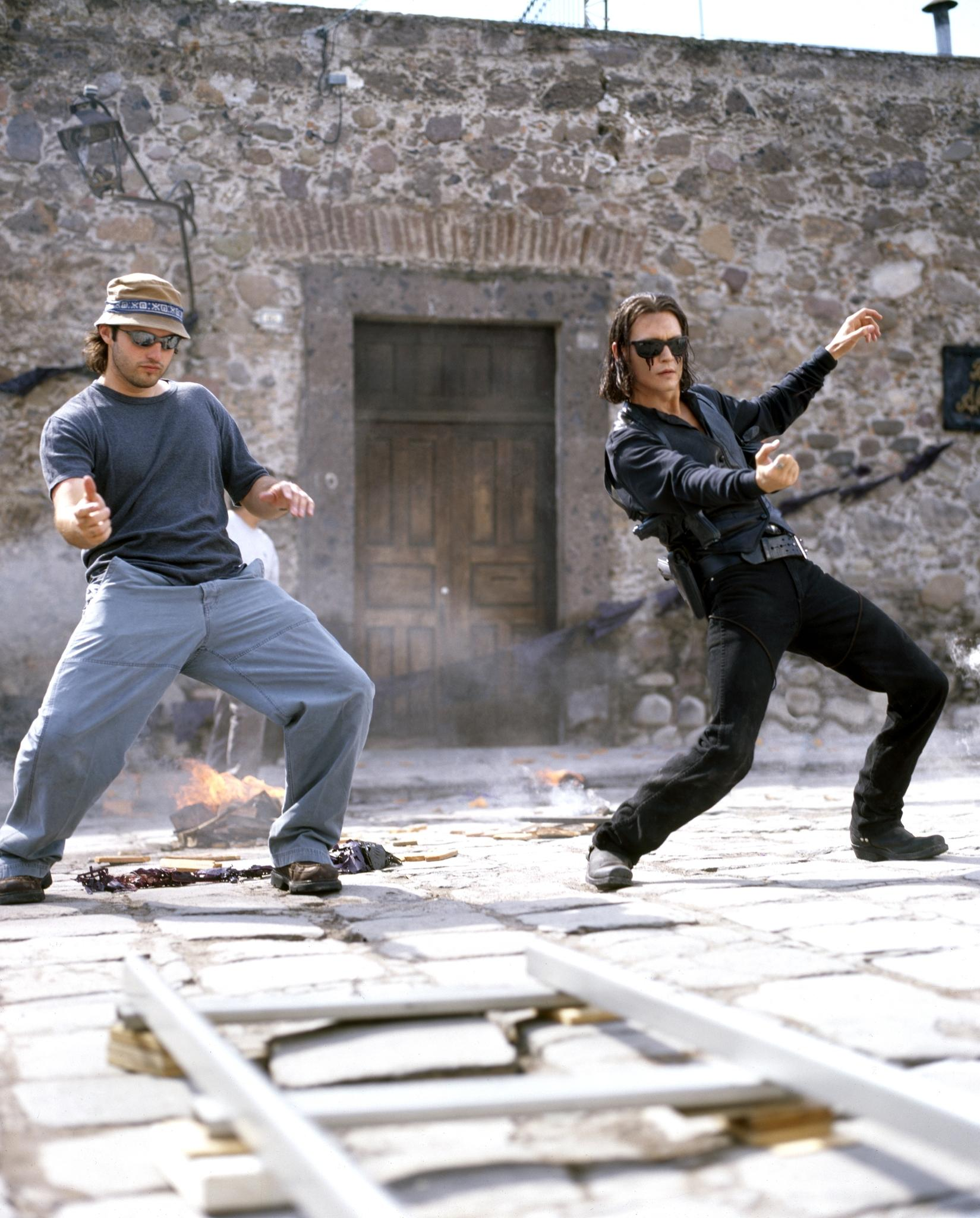 a review of the movie once upon a time in mexico The spirit of sergio leone lives in robert rodriguez's ambitious second sequel to his micro-budget el mariachi (1991) here the mariachi with no name (antonio banderas) is enmeshed in a plot to.