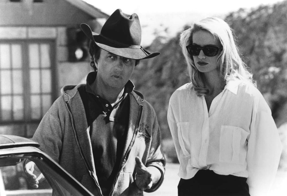 Michael Cimino and Kelly Lynch on the set of Desperate Hours